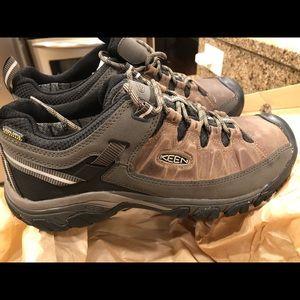 Keen men's Targhee waterproof shoes